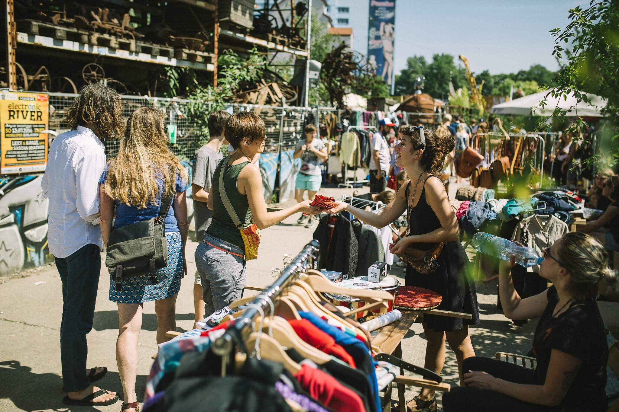 katerfreundlich geht es beim surf skate festival zu ab mittag gibt 39 s den katerflohmarkt mit. Black Bedroom Furniture Sets. Home Design Ideas