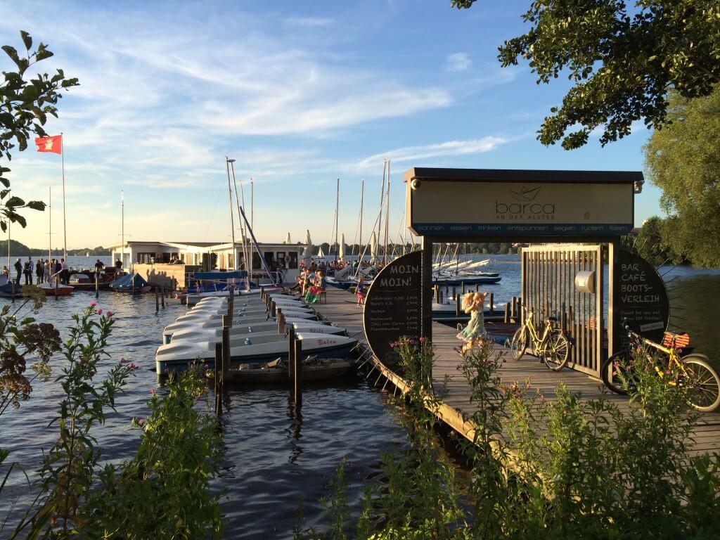 es ist sommer und den verbringt man am besten auf dem wasser such dir ein tretboot ruderboot. Black Bedroom Furniture Sets. Home Design Ideas