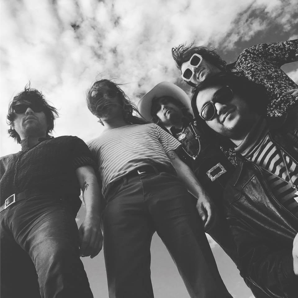 Mystic Braves lieben die 70er & lassen sich von der Psychedelic-Szene inspirieren. Jetzt sind sie mit neuem Album am Start!