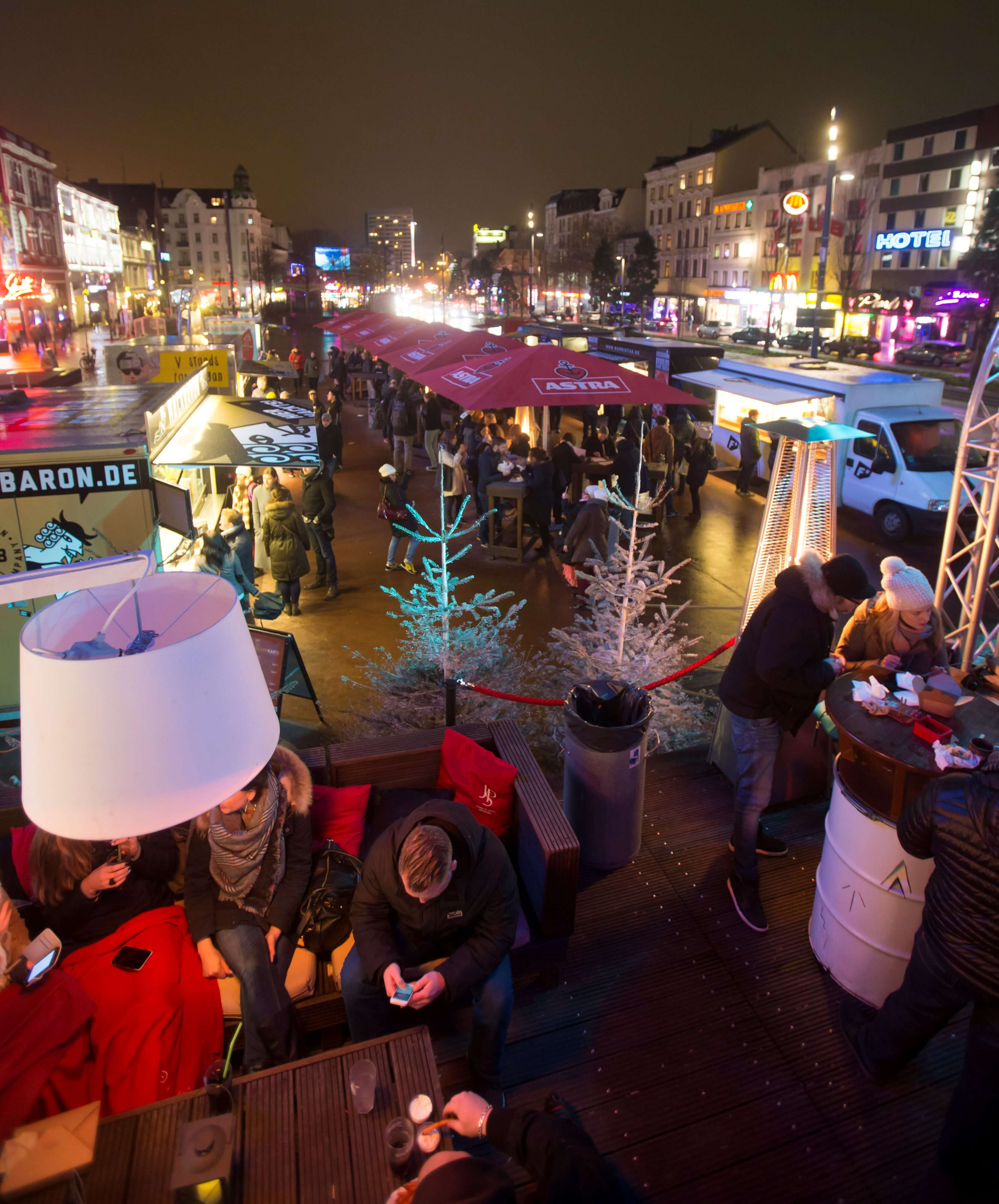 Einkaufen ganz ohne Stress beim St. Pauli Nachtmarkt! Und nebenbei vielleicht noch schön Street Food schlemmen? 😋