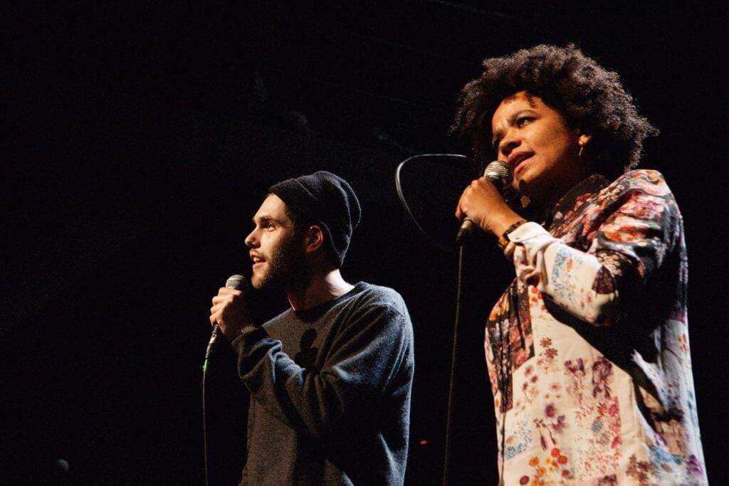 Zu zweit ist alles schöner, so auch beim Team Poetry Slam! Zwei oder mehr Poeten rocken die Bühne!