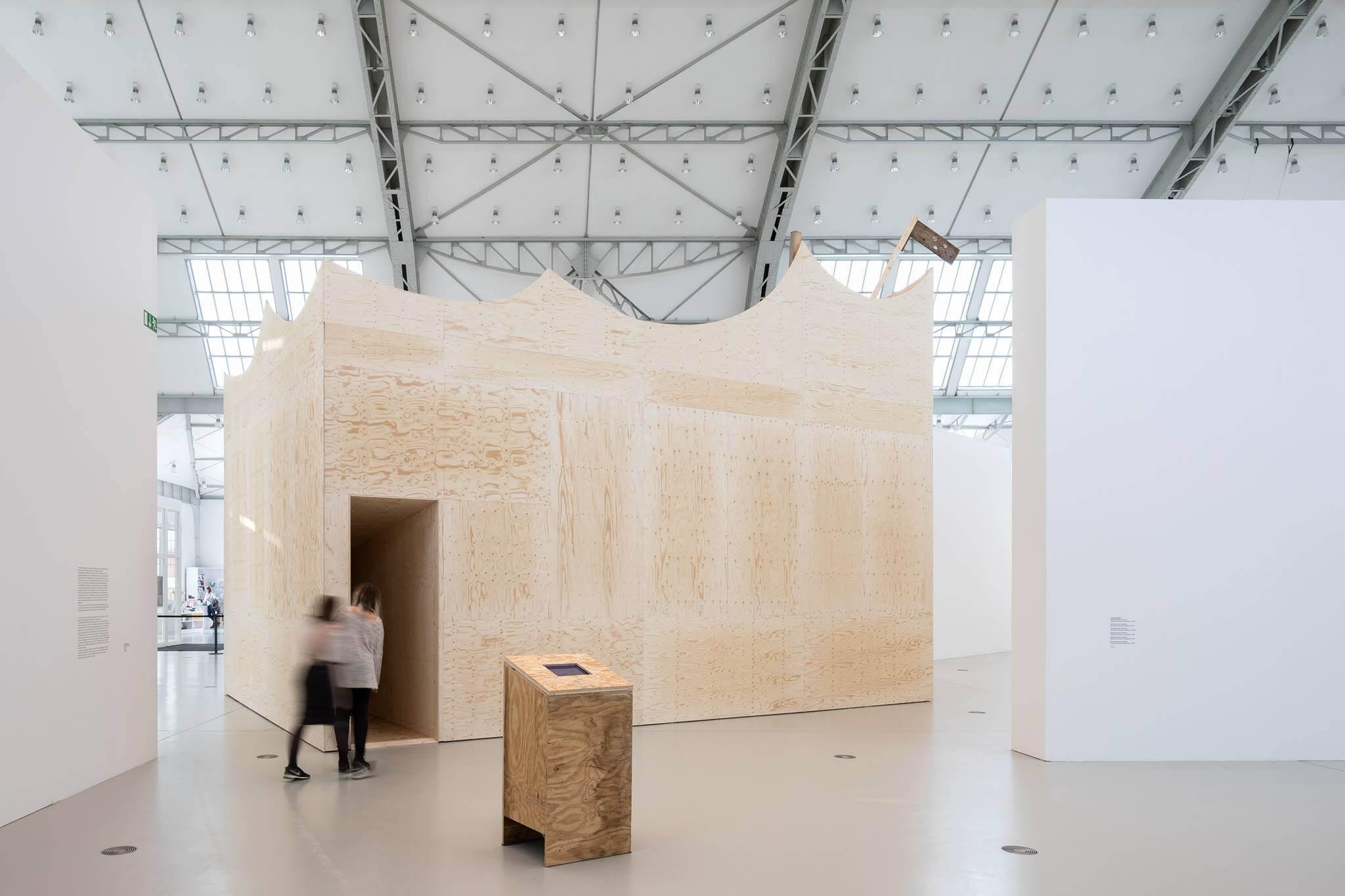Wo verlaufen die grenzen zwischen kunst architektur studenten der hfbk hamburg im talk for Wo architektur studieren