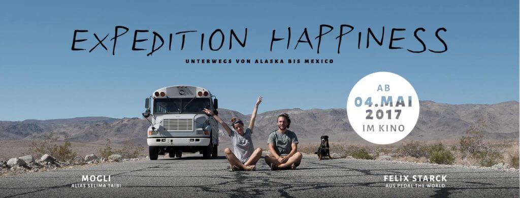 """In der Doku """"Expedition Happiness – in einem Schulbus von Alaska nach Mexiko"""" geht's auf eine abenteuerliche Reise!"""