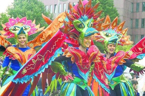 STAMP Parade zieht mit Fabelwesen und Musik durch die Straßen Altonas!