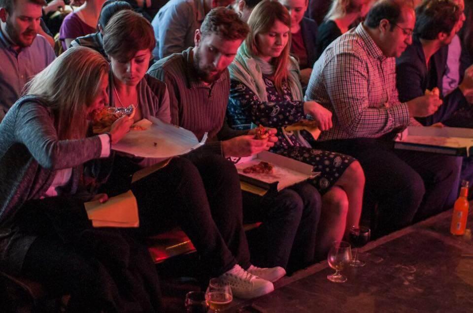 English Comedy and free Pizza – klingt nach'm Plan! Freu dich auf einen Abend voller Lacher!