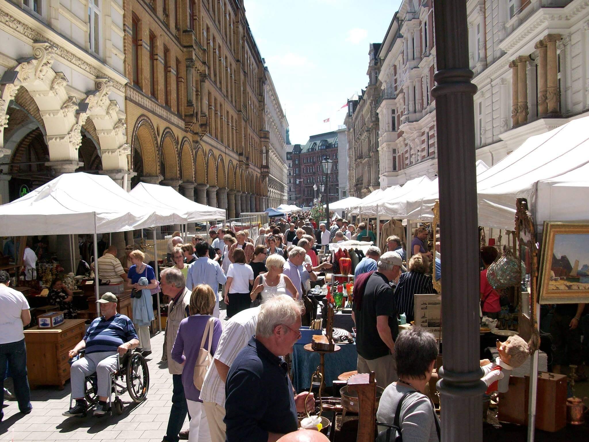 Der ganze moderne Kram ist nichts für dich? Dann stöber durch den Colonnaden Antique Market!