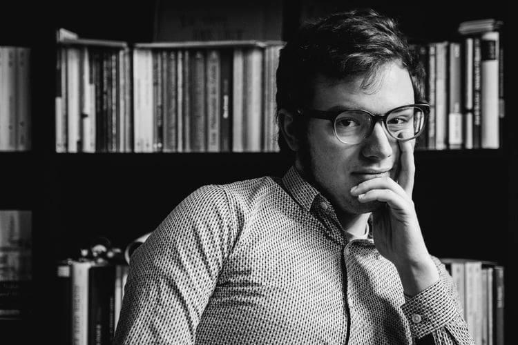 """Ratternde Reime & spitze Pointen: Jason Bartsch """"Heiterkeit als Recht auf Freizeit""""!"""
