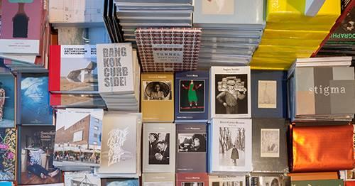 Die Deichtorhallen eröffnen ihren Kunstbuchflohmarkt! Das gibt jede Menge Schmankerl!