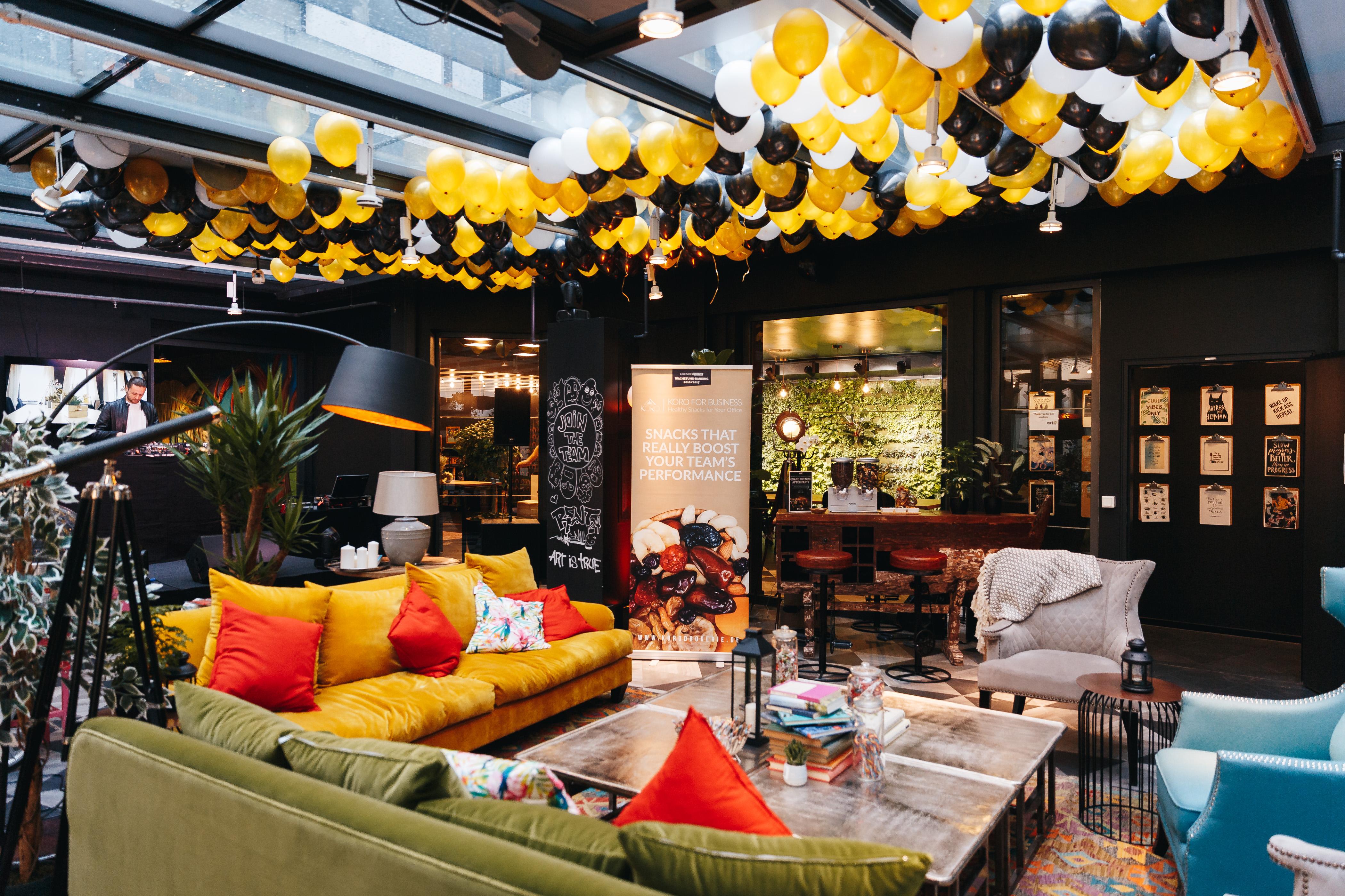 fette grand opening party von rent24 zur er ffnung eines. Black Bedroom Furniture Sets. Home Design Ideas
