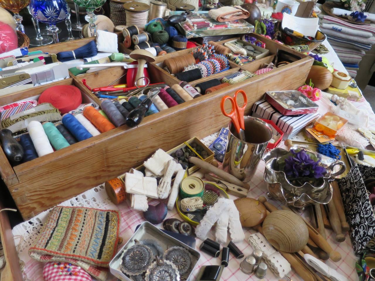 Trödele auf der Flohschanze und finde Platten, Antiquitäten oder Schmuck!